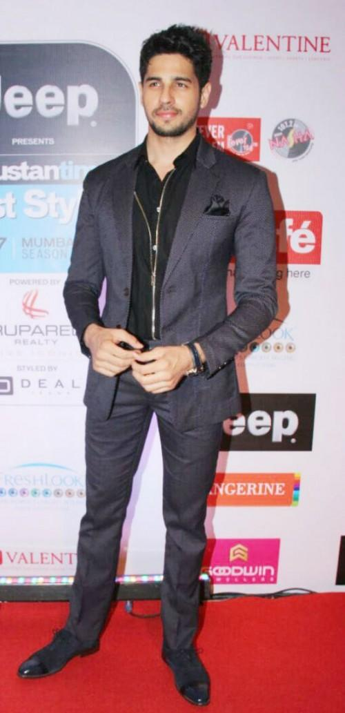 Yay or Nay? Sidharth Malhotra looked suave in a grey suit at the HT most stylish awards event - SeenIt