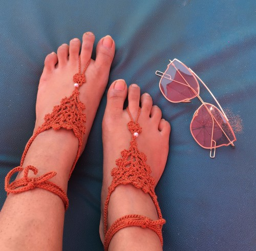 Similar barefoot sandals for the beach... any colour will do... - SeenIt