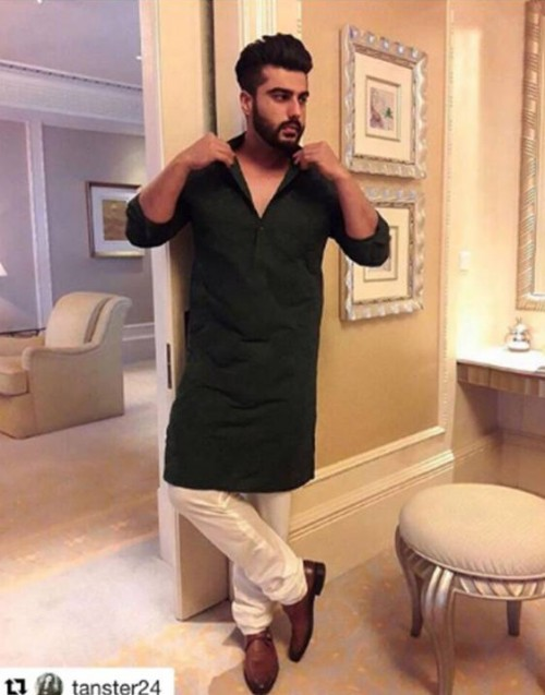 Looking for this olive green kurta that Arjun Kapoor is wearing - SeenIt