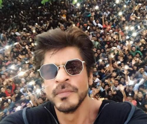 07853d43f5b The white octagon sunglasses that Shahrukh Khan is wearing - SeenIt