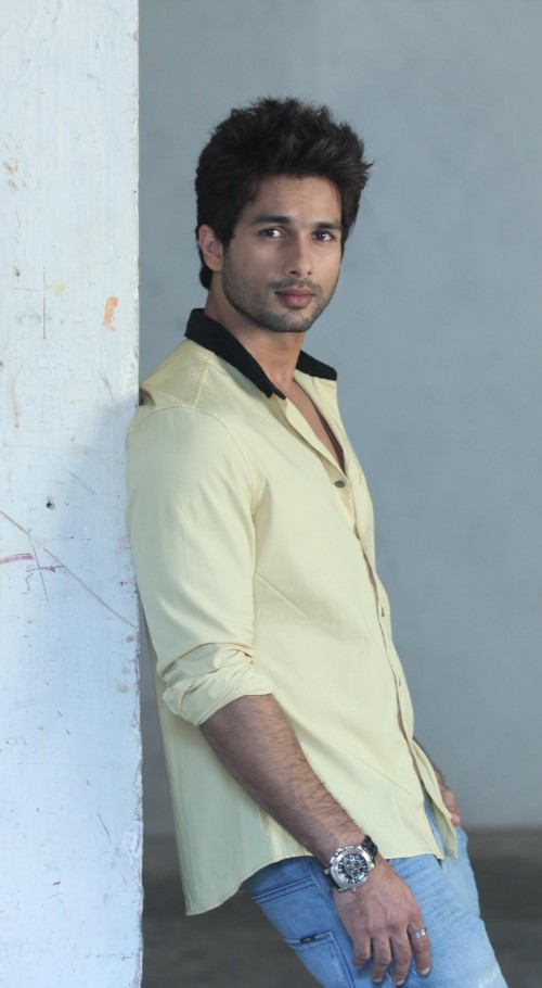 Looking for this light yellow shirt with black collar that Shahid Kapoor is wearing - SeenIt