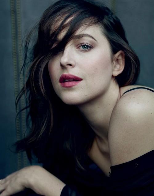 Want Dakota Johnson's exact pink shade lip colour. - SeenIt