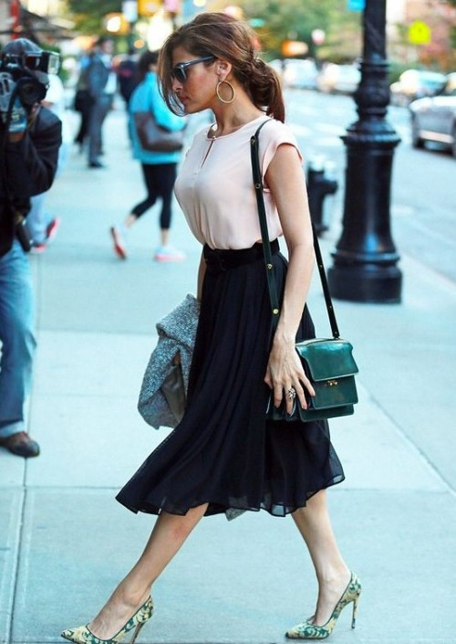 Help me find the black midi skirt and a similar pink top that Eva Mendes is wearing. - SeenIt