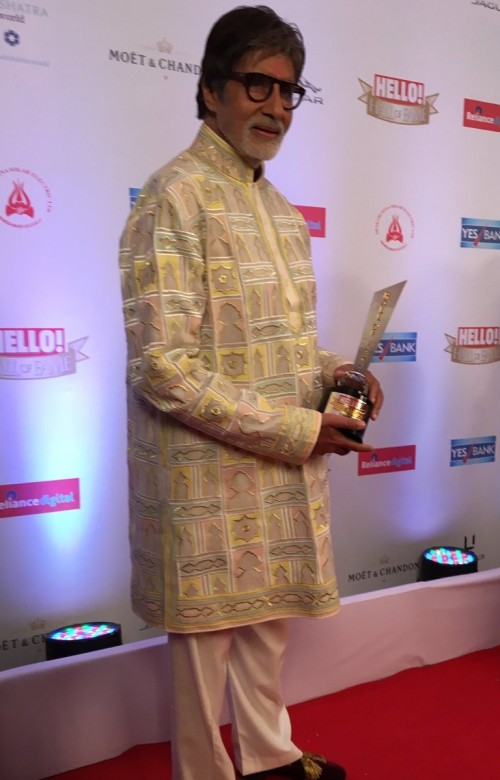 Yay or Nay? Amitabh Bachchan wearing a classic kurta attire at the Hello Hall of Fame awards last night. - SeenIt