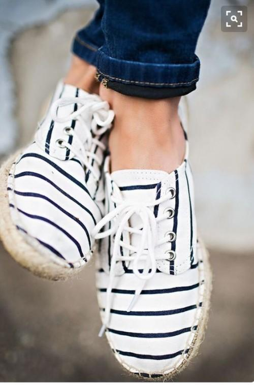 Looking for this white striped sneakers - SeenIt