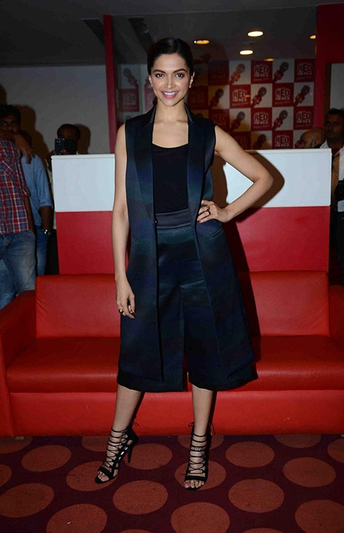 Want the cape jacket , black tank top and matching culottes that Deepika Padukone is wearing! - SeenIt
