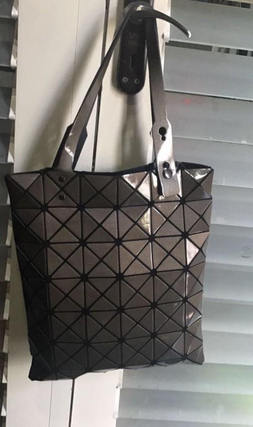 anyone seen a similar tote bag? - SeenIt