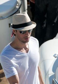1feb6d6be0f Looking fro this beige hat that Enrique Iglesias is wearing - SeenIt