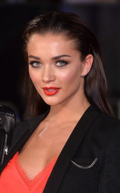 Find me the orange lipstick that Amy Jackson is wearing. - SeenIt