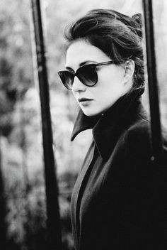 Looking for this black sunglasses that Carice Van Houten is wearing - SeenIt