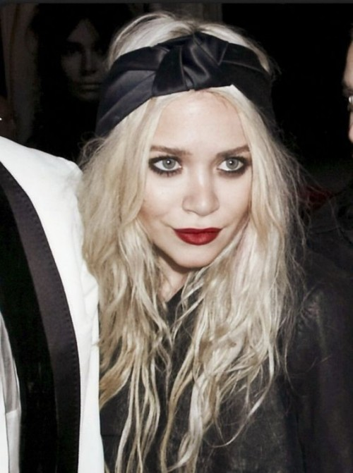 Want this black hairband and the red lipstick that Mary-Kate Olsen is wearing - SeenIt