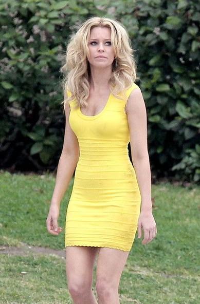 Help me find a similar yellow bodycon dress like Elizabeth Banks is wearing. - SeenIt