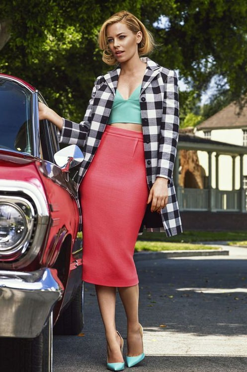 Looking for the black and white checkered jacket and pink pencil midi skirt like Elizabeth Banks is wearing. - SeenIt