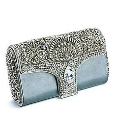 Such a magnificent looking clutch! Looking for something similar! - SeenIt