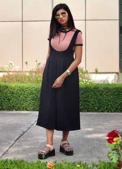 Help me find this black flared dungaree. - SeenIt