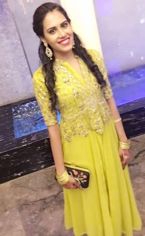 Find me this yellow embroidered kurta. Need it for an occassion! - SeenIt