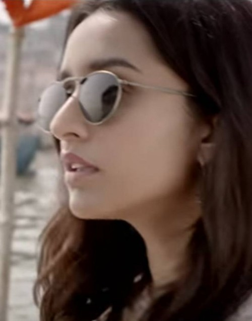 want this gold frame round sunglasses that Shraddha Kapoor is wearing - SeenIt
