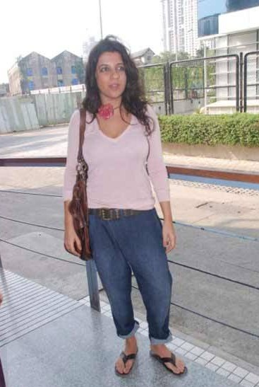 Looking for this white top and blue baggy jeans that Zoya Akhtar is wearing - SeenIt