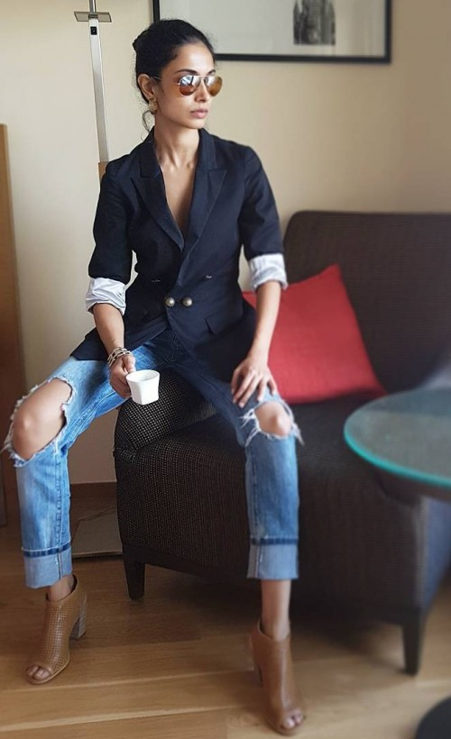Want a similar black blazer, blue distressed jeans and brown aviators that Sarah Jane Dias is wearing. - SeenIt