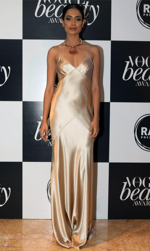 Yay or Nay? Need your opinion on this metallic golden gown that Sarah Jane Dias is wearing? - SeenIt