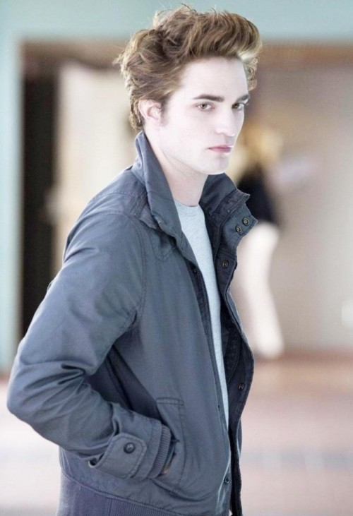 Looking for a similar grey jacket that Robert Pattinson is wearing - SeenIt