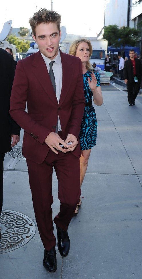 Yay/Nay? What do you think about Robert Pattinson's burgundy suit? - SeenIt
