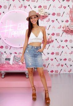 Want a similar denim skirt, beige hat and white crop top like Victoria Justice is wearing. - SeenIt
