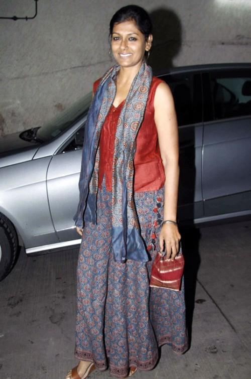 80afdbc2f8 Looking for a similar blue printed long skirt and maroon blouse that  Nandita Das was spotted
