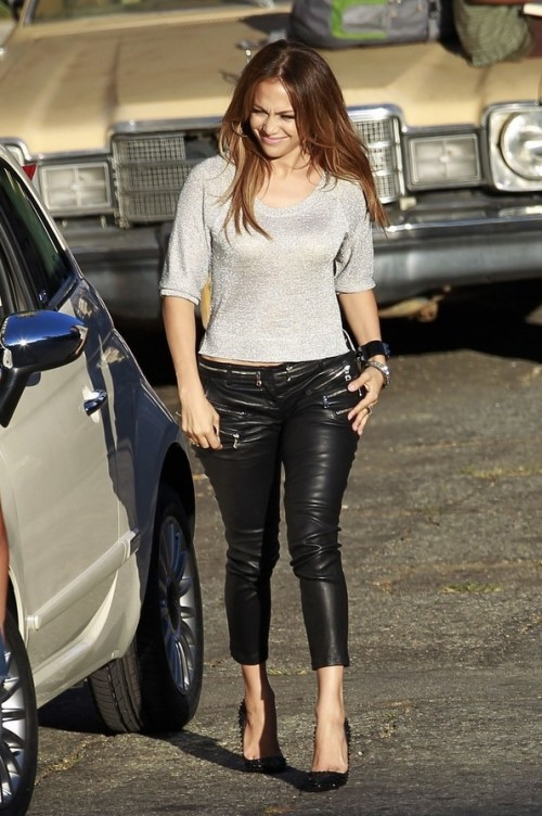 Help me find similar black leather pants with grey top as Jennifer Lopez is wearing - SeenIt