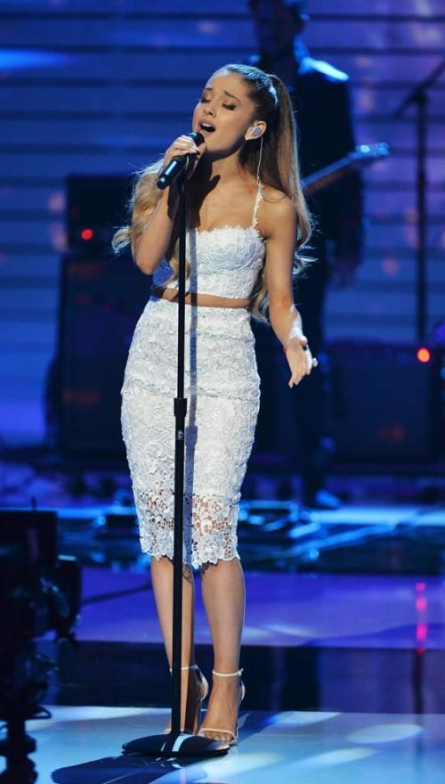 030385e97f6adc Help me find a similar white lace pencil skirt and crop top as Ariana  Grande s -
