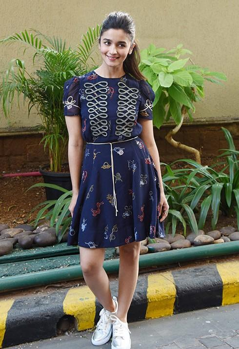 I am looking for the same dress which Alia Bhatt is wearing - SeenIt
