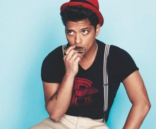 Help me find a similar red hat black printed tee and white striped suspenders as Bruno Mars is wearing - SeenIt