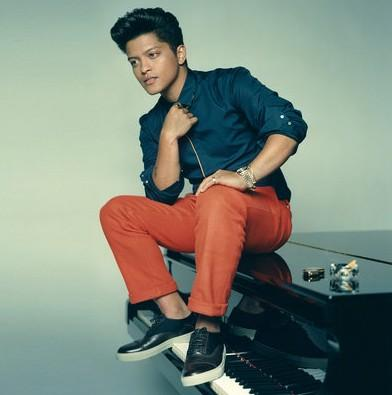 Help me find similar orange pants with blue shirt as Bruno Mars is wearing - SeenIt