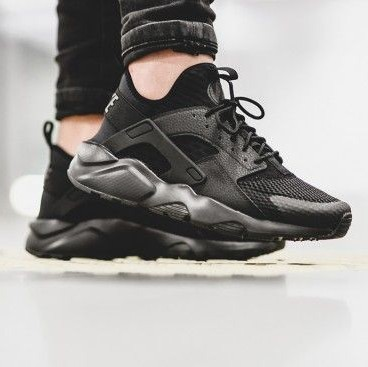 Looking for this black running sneakers - SeenIt