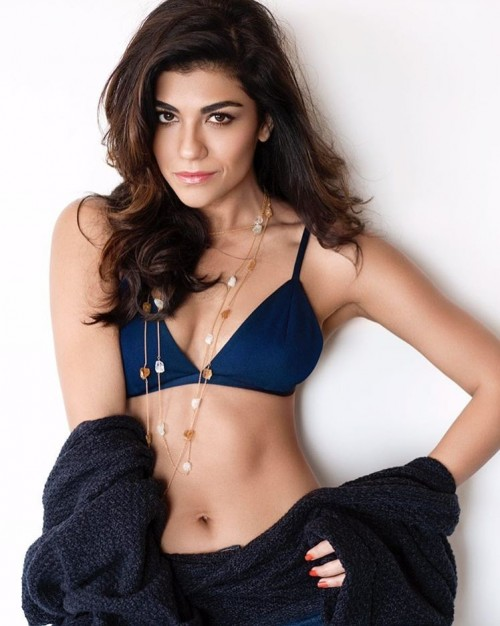 Looking for the golden layered necklace that Archana Vijaya is wearing. - SeenIt