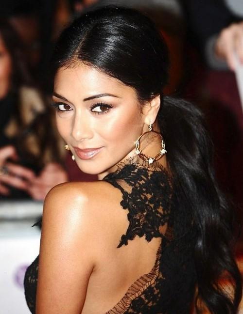 Help me find a similar golden hoop earrings like Nicole Scherzinger is wearing. - SeenIt