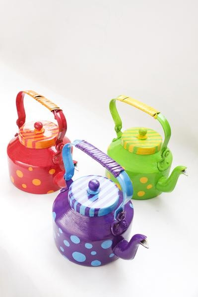 These kettle planters are so cute.. Want something similar to them!! Any colour would do!! - SeenIt