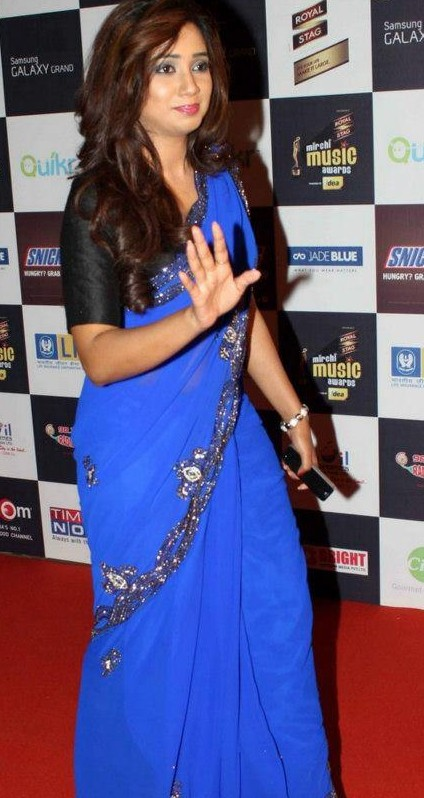 Help me find a similar electric blue saree with a black blouse as seen on Shreya Ghoshal. - SeenIt