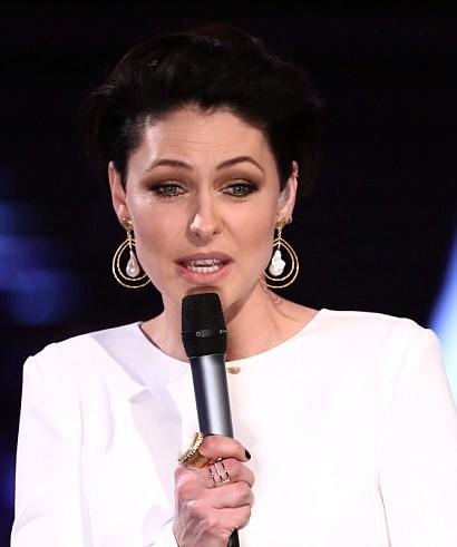 A similar gold tone tear drop dangler earrings like Emma Willis is wearing. - SeenIt
