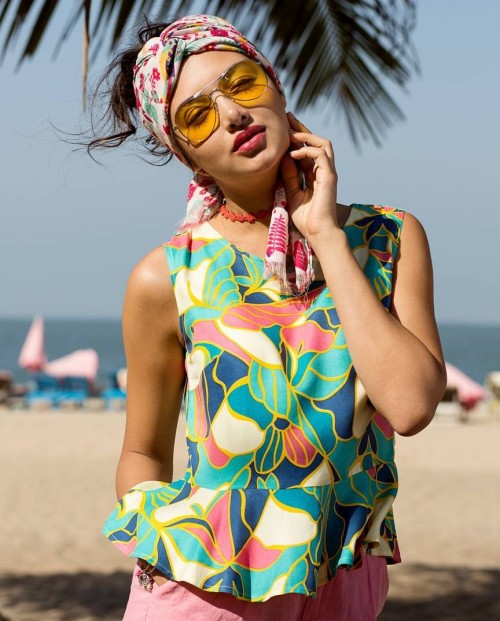 Looking for this colourful tropical print top. - SeenIt
