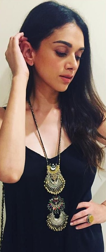 Looking for a similar layered neckpiece that is seen on Aditi Rao Hydari - SeenIt