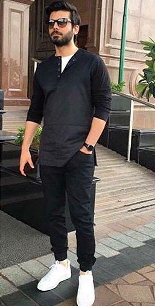 f89a58ee57 Help me find a similar black tee