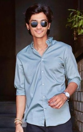 I'm looking for a similar blue shirt and sunglasses as seen on thedapperlabel - SeenIt