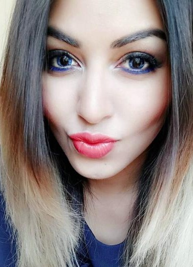 I'm looking for a similar purple eyeliner and pink lipstick as seen on stylefashionetc - SeenIt