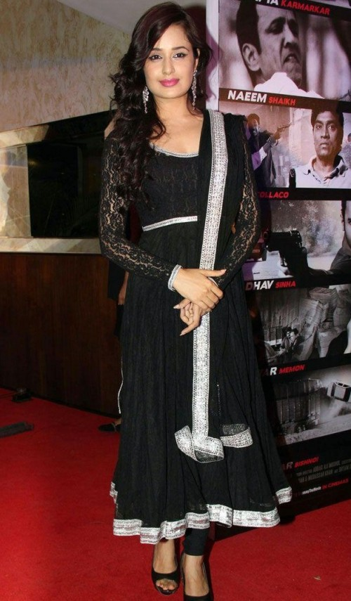 Find me a similar black anarkali like the one Yuvika Chaudhary is wearing. - SeenIt