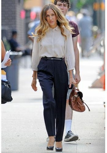 Help me find similar blue trousers and cream colour shirt as Sarah Jessica Parker is wearing - SeenIt
