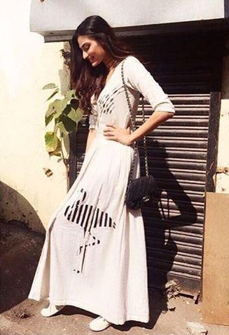 Want this ivory printed dress which Athiya Shetty is wearing - SeenIt