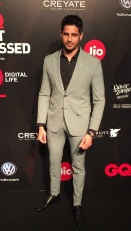 Yay or Nay ? Sidharth Malhotra at the GQ Awards 2017 wearing a grey suit - SeenIt