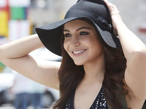 Looking for something similar to the black hat Anushka Sharma wore in Dil Dhadkne Doh - SeenIt