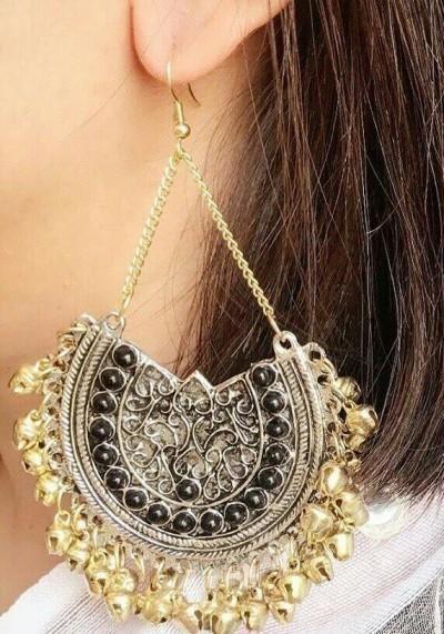 I am looking for similar golden earrings - SeenIt